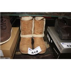TAN UGG BOOTS - SIZE 6