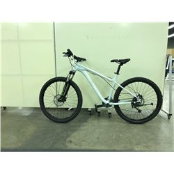 WHITE NO NAME FRONT SUSPENSION  21 SPEED MOUNTAIN BIKE