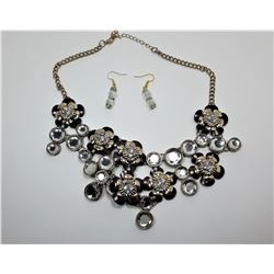 6 - BLACK/CRYSTAL STATEMENT NECKLACE