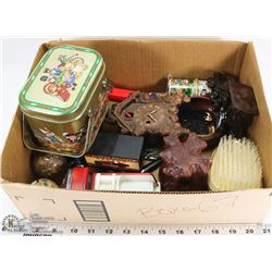 BOX OF ASSORTED VINTAGE COLLECTIBLES