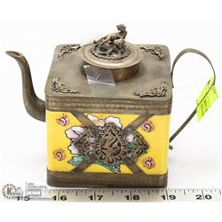 MINI CHINESE HAND PAINTED SQUARE TEAPOT.