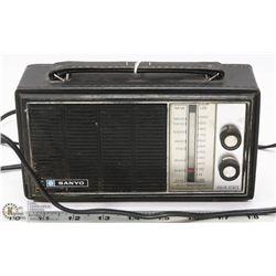 SANYO SOLID STATE VINTAGE RADIO.
