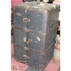 VINTAGE STAND UP TRAVELLERS TRUNK WITH 3 DRAWERS