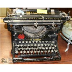 1920S UNDERWOOD TYPEWRITER.