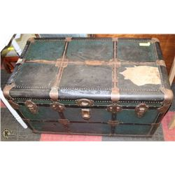"VINTAGE 1940 STEAMER TRUNK 38""X22""X20""."