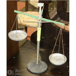VINTAGE BALANCE SCALE - COLLECTIBLE