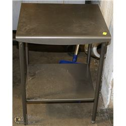 METAL INDOOR/OUTDOOR END TABLE