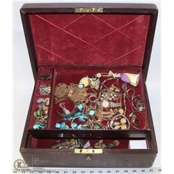 ESTATE VINTAGE MONOGRAMED JEWELLERY BOX WITH