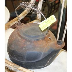 ANTIQUE CAST IRON TEA KETTLE. COLLECTIBLES