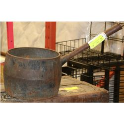 LARGE CAST IRON BEAN POT.