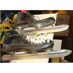 PAIR OF VINTAGE SPEED SKATES