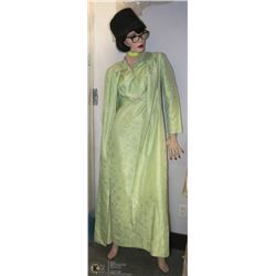 VINTAGE EARLY STORE MANNEQUIN WITH WIG,