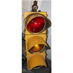 1950S CHICAGO STOPLIGHT, WORKS - ALL METAL.