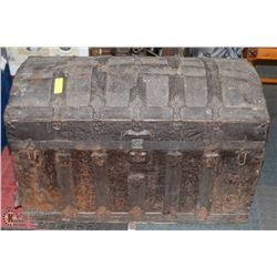 EARLY 1800S FRENCH TRAVELLING TRUNK