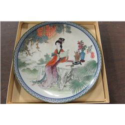 ORIENTAL LADY WITH SCROLL COLLECTOR PLATE