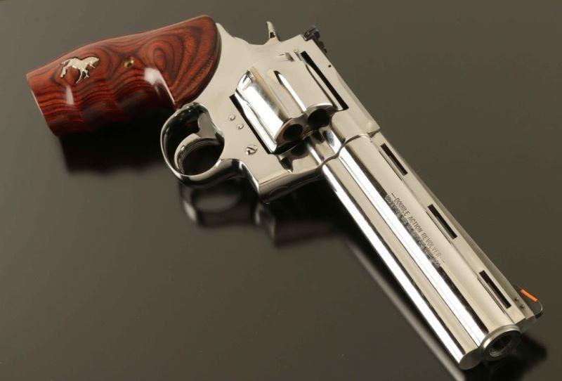 *Colt Anaconda  44 Mag SN: MM14681