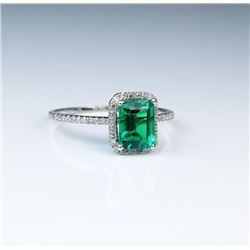 Beautiful Emerald & Diamond Ring