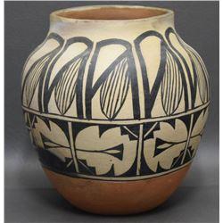 SANTO DOMINGO INDIAN POTTERY JAR (CHAVEZ)