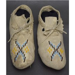 PLAINS INDIAN CHILD'S MOCCASINS
