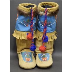 INUIT / ESKIMO INDIAN MUKLUKS