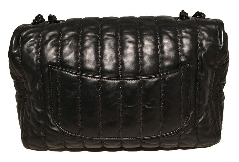 96e518d9ecfc ... Image 3 : RARE Chanel Black Shimmery Leather Striped Quilted Jumbo  Classic Flap ...