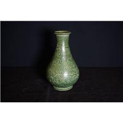 Jin Yuan peiord, Ci Zhou clin green-glazed vase (Yuhu Chun).