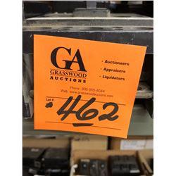 2 Eaton Circuit 3 Pull - 240 VAC-CA 200 AMP, 6 Circuit Breakers and Assorted Pulls