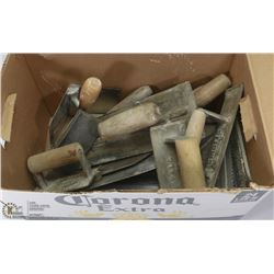 LOT OF ASSORTED CEMENT AND PLASTER TROWELS.