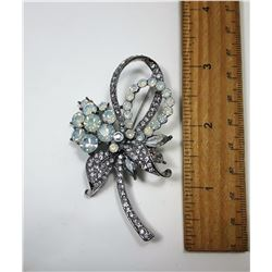 21)  VINTAGE SILVER TONE CLEAR CRYSTAL