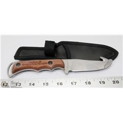 SKINNING KNIFE WITH BELT POUCH