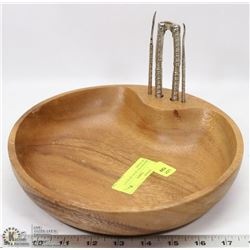 WOODEN NUT BOWL WITH NUT CRACKERS