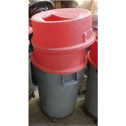 SINGLE BRUTE WASTE BIN WITH DOLLY AND 2 CATCH ALL