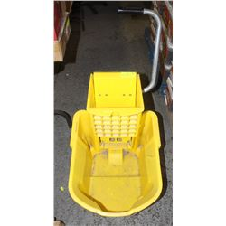 COMMERCIAL RUBBERMAID MOP BUCKET WITH WRINGER