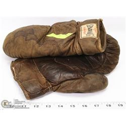 PAIR OF 1950'S SPALDING BOXER GLOVES
