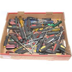 FLAT OF MANY ASSORTED SCREWDRIVERS