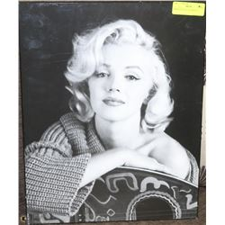 MARILYN CLOSE UP (19 X 15)