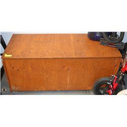 SOLID WOOD DECK STORAGE BOX ON WHEELS,