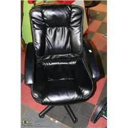 BLACK LEATHERETTE HYDRAULIC LIFT OFFICE CHAIR