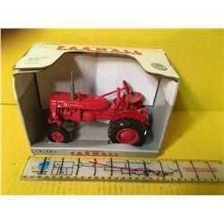 IHC 1/16 FARMALL SUPER A W/BOX