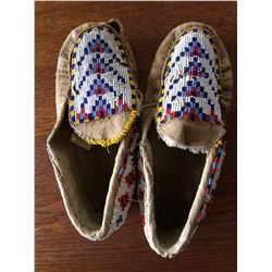 PAIR OF OLD MOCCASINS