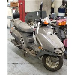 HONDA VINTAGE 1988 CH250 SCOOTER PARTS/NEEDS REPAIR