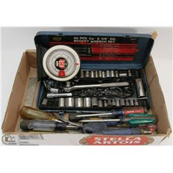 FLAT OF SOCKETS,SCREWDRIVERS & MAGNETIC PROTRACTOR