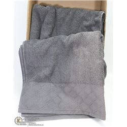 PAIR OF NEW LUZMONT BATH TOWELS