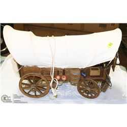 VINTAGE COVERED WOOD WAGON LAMP WITH ACCESSORIES