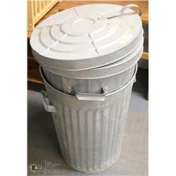 SET OF 2 METAL GARBAGE CANS WITH LIDS