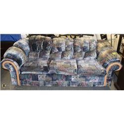 COLORFUL PATTERN COUCH.