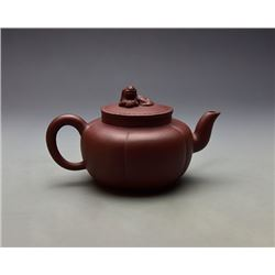 A Fine Old Gua Leng Shape Yixing Teapot with lion shape knob