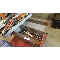 BLACK AND DECKER HEAVY DUTY TOOLBOX WITH CONTENTS