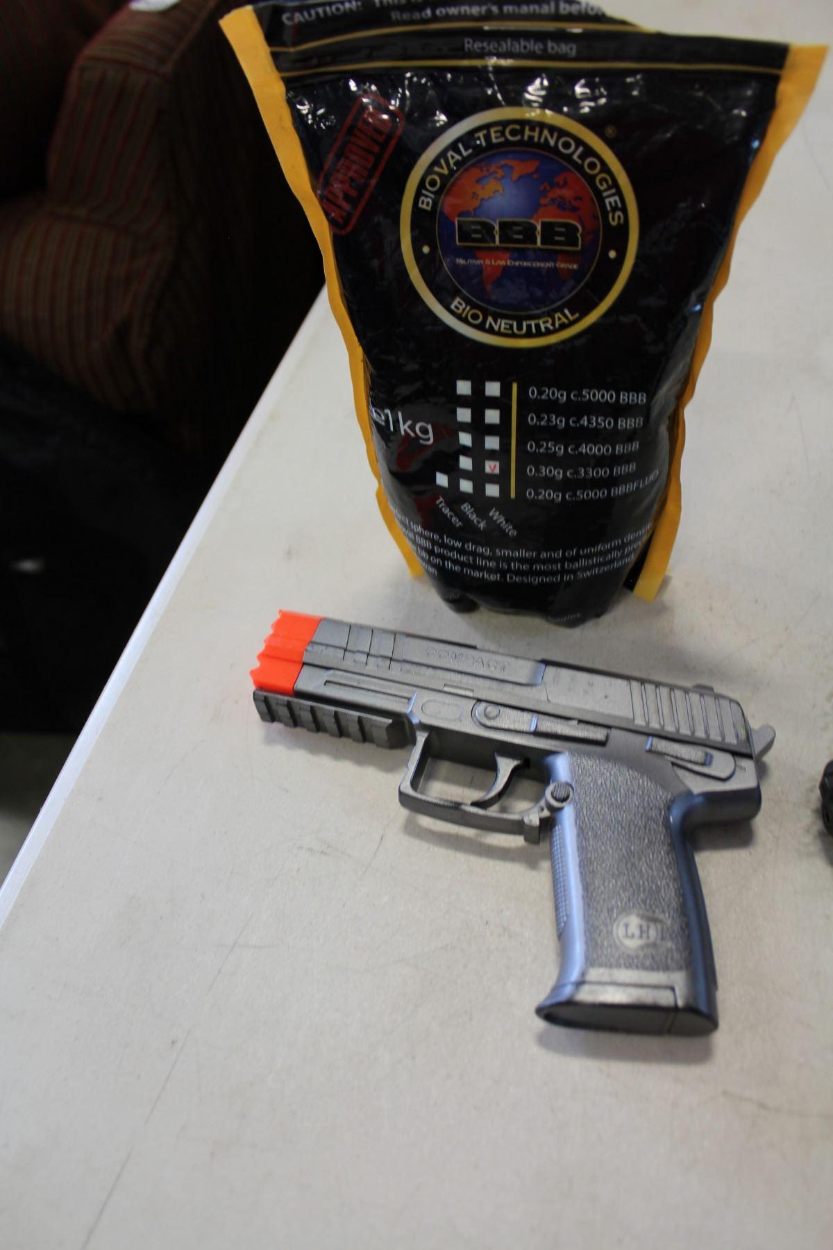 PELLET GUN AND AIRSOFT GUN W/AMMO