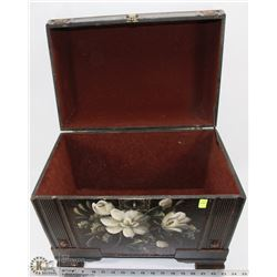 LARGE FELT LINED TREASURE CHEST STORAGE/